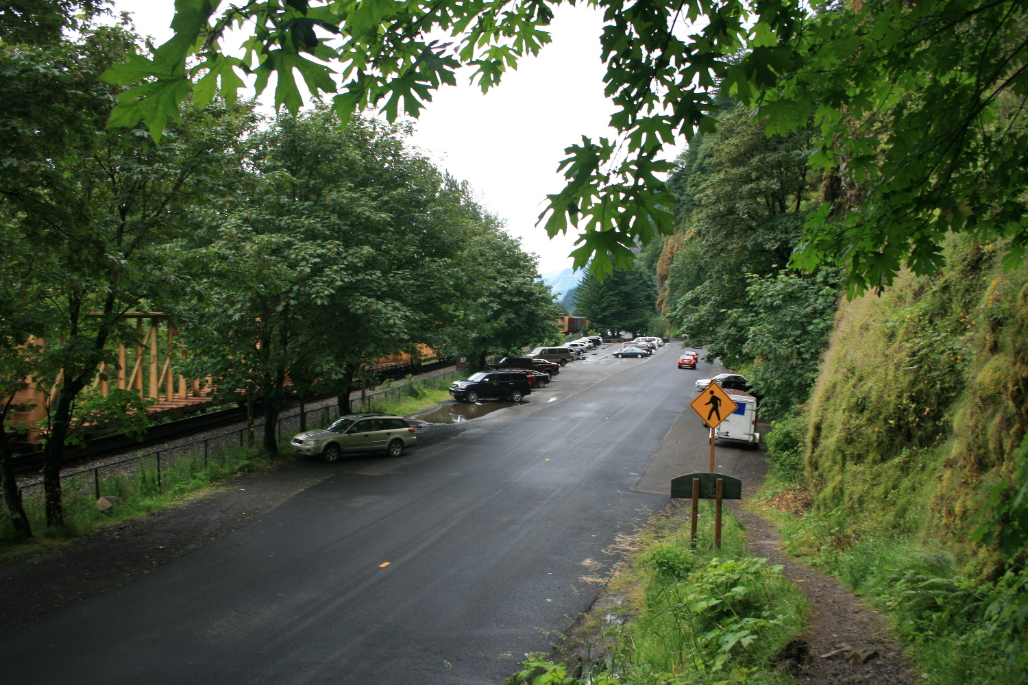 The trail from Wahkeena Falls back to Multnomah, along US 30.