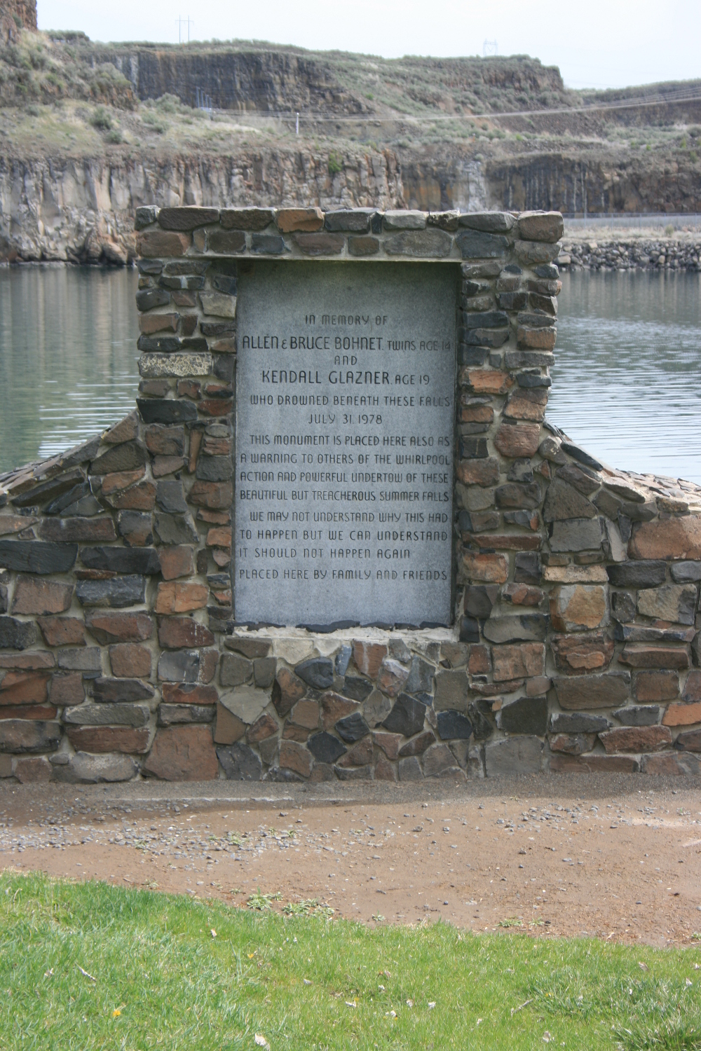 The memorial to the drowned teens.