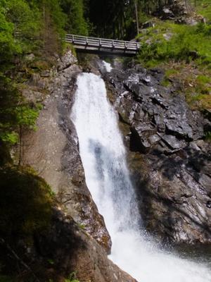 Top cascade